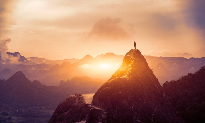We can't help but notice when we reach a major goal; to keep ourselves motivated along the way, it helps to pause and reflect on our progress. (Have a nice day Photo/Shutterstock)