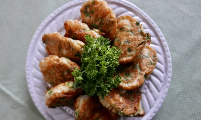 Mix and match different herbs and spices for different versions of these crowd-pleasing fritters. (Victoria de la Maza)
