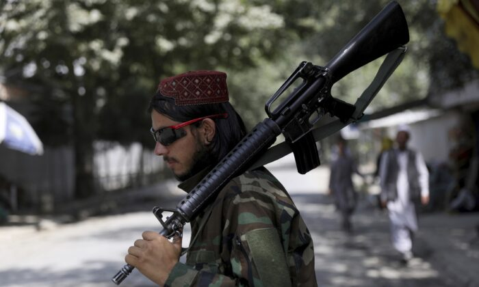 A Taliban fighter stands guard at a checkpoint in the Wazir Akbar Khan neighborhood in the city of Kabul, Afghanistan on Aug. 22, 2021. (Rahmat Gul/AP Photo)