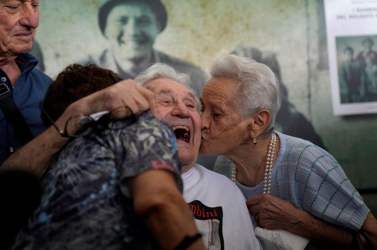 us.veteran-reunites-with-italians