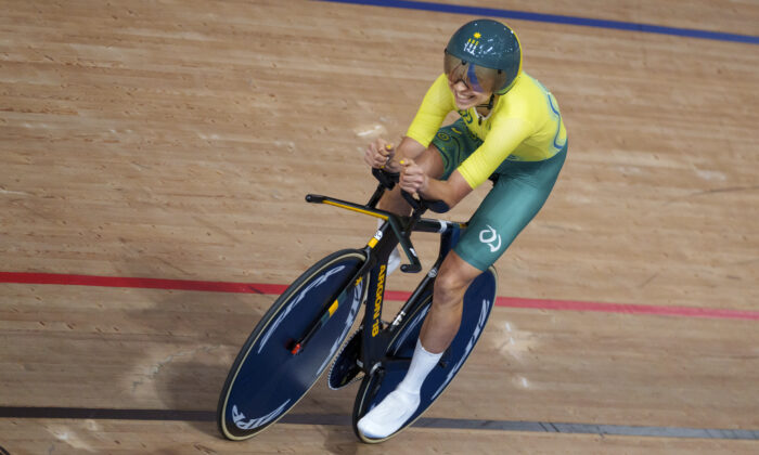 Australia's Paige Greco wins the Gold Medal in the Track Cycling Womens C3 3000m Individual Pursuit at the Izu Velodrome in Tokyo 2020 Paralympic Games in Tokyo, on Aug. 25, 2021. (Thomas Lovelock for OIS/via AP)