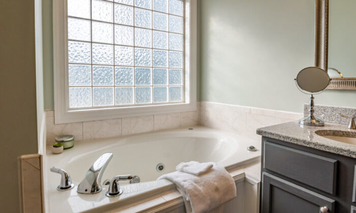 Keep your bathtub sparkling clean without hurting your back or knees. (Curtis Adams/Pexels)