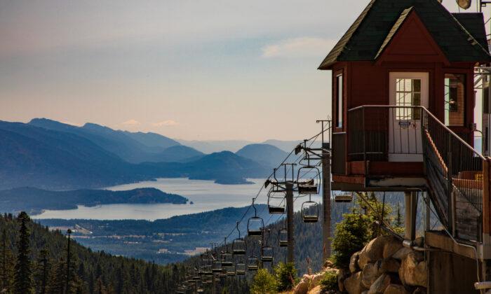 A view of Lake Pend Oreille  from Schweitzer Mountain. (James Sakaguchi/Shutterstock)