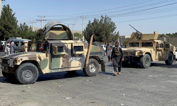 Taliban forces block the roads around the airport in Kabul, Afghanistan, on Aug. 27, 2021. (Stringer/Reuters)