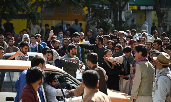 Bank account holders gather outside a closed bank building in Kabul on Aug. 28, 2021. (Aamir Qureshi/AFP via Getty Images)