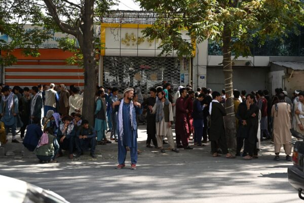 afghans-gather-in-front-of-bank