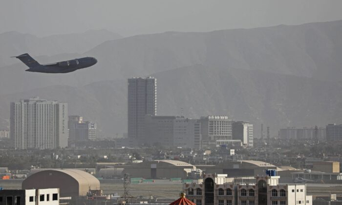 A U.S. Air Force aircraft takes off from Kabul on Aug. 27, 2021. (-/AFP via Getty Images)