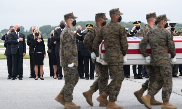 President Joe Biden, First Lady Jill Biden, Secretary of Defense Lloyd Austin, and other officials attend the dignified transfer of the remains at Dover Air Force Base in Dover, Del., on Aug. 29, 2021. (Saul Loeb/AFP via Getty Images)