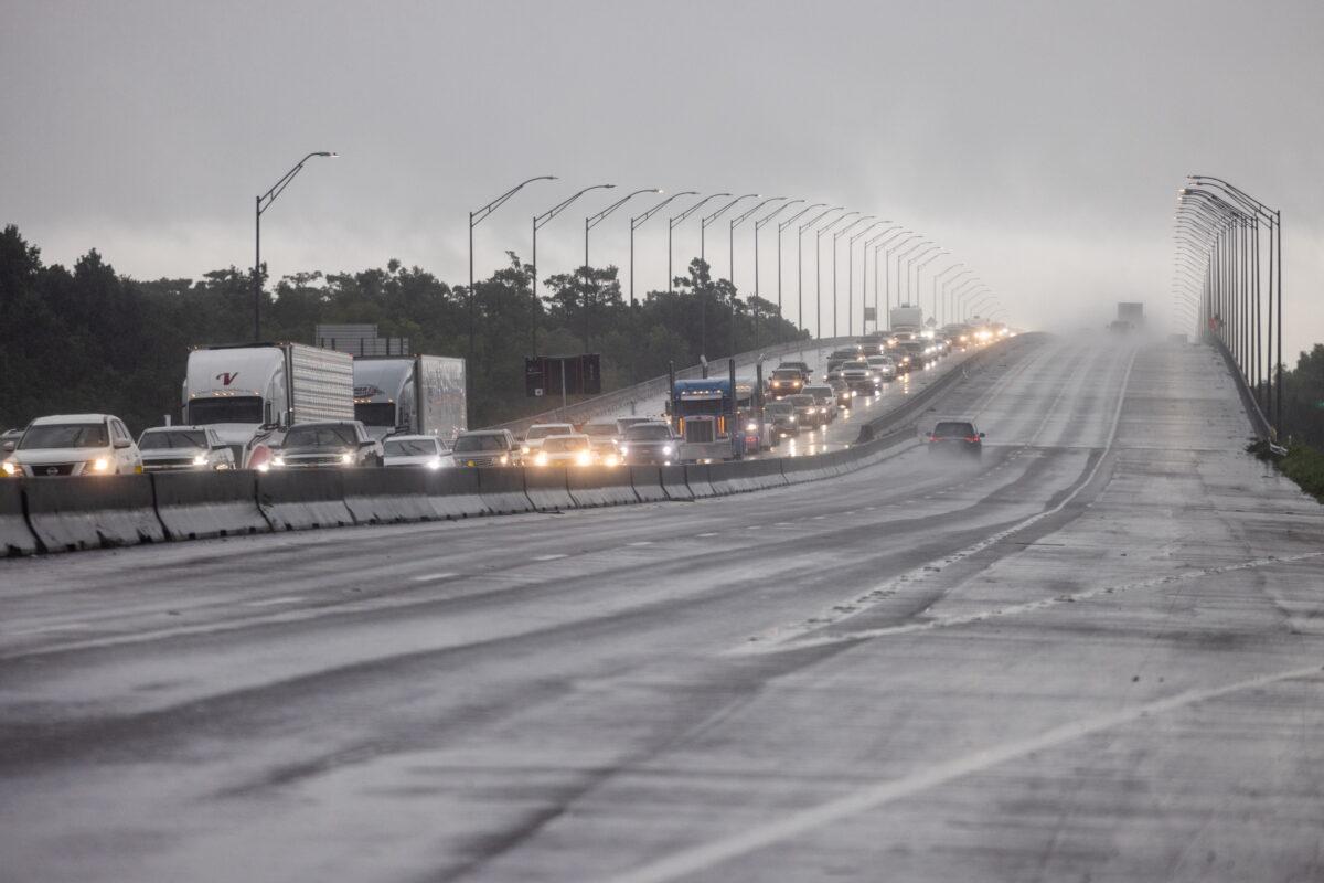 Residents evacuate ahead of Hurricane Ida