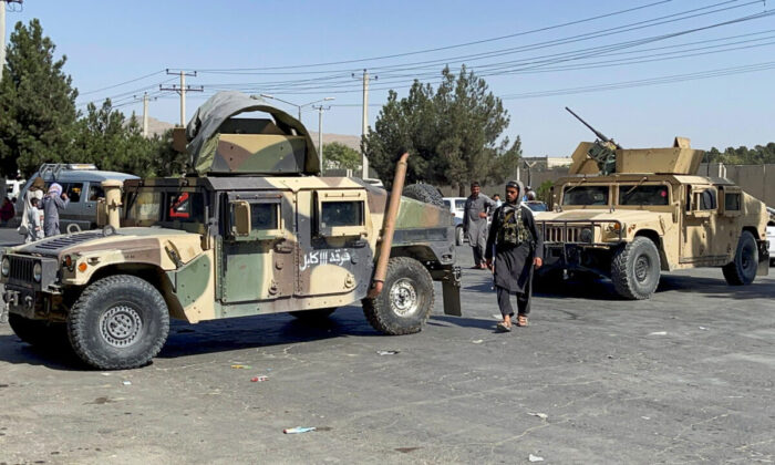 Taliban forces block the roads leading to the airport at Kabul, Afghanistan, on Aug. 27, 2021. (Stringer/Reuters)