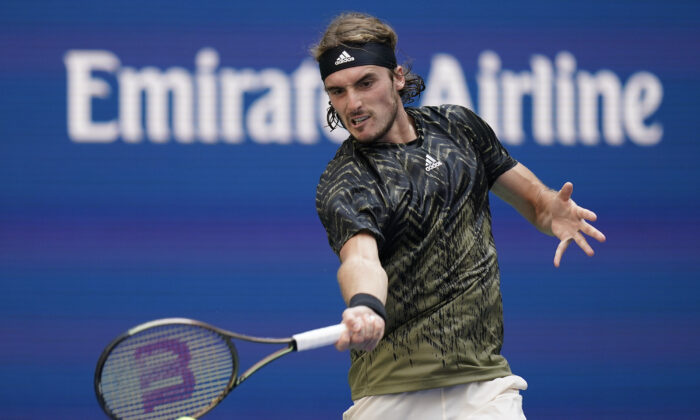 Stefanos Tsitsipas of Greece returns a shot to Andy Murray of Great Britain during the first round of the US Open tennis championships in New York on Aug. 30, 2021. (Seth Wenig/AP Photo)