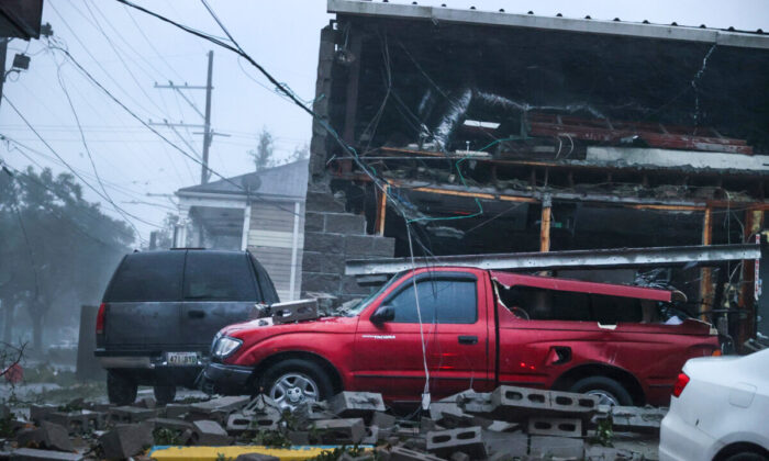 Vehicles are damaged after the front of a building collapsed during Hurricane Ida in New Orleans, La.. on Aug. 29, 2021. (Scott Olson/Getty Images)