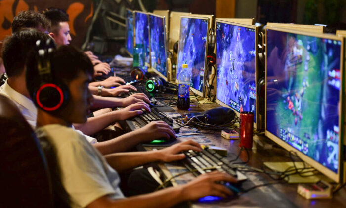 People play online games at an internet cafe in Fuyang, Anhui province, China on Aug. 20, 2018. (Reuters/Stringer)