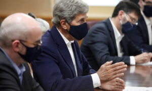US Climate Envoy Kerry Visits China for Emissions Talks