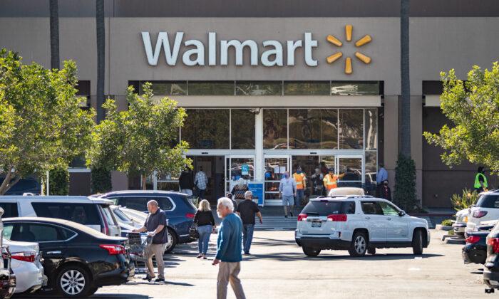 Walmart shoppers in Irvine, Calif., on Dec. 22, 2020. (John Fredricks/The Epoch Times)
