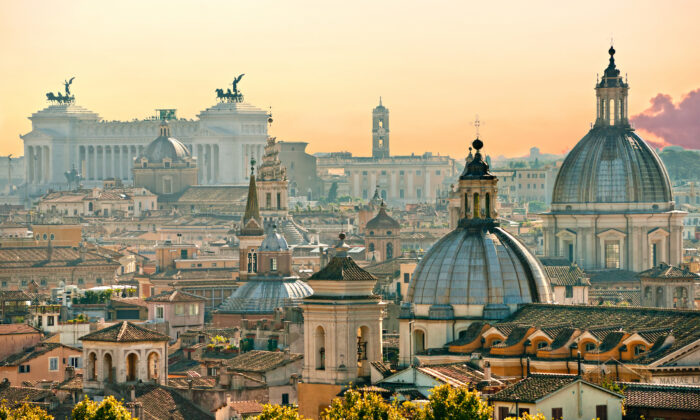 A view of  Rome from Castel Sant'Angelo. (Von Luciano Mortula - LGM/Shutterstock)