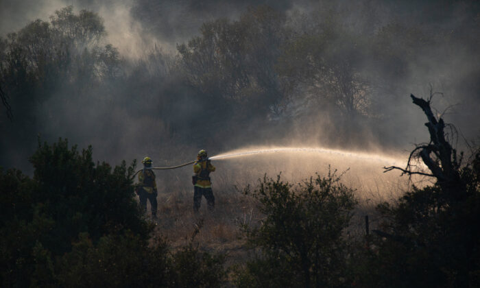 The Bond Fire, burning in Silverado Canyon, Calif., on Dec. 3, 2020. (John Fredricks/The Epoch Times)