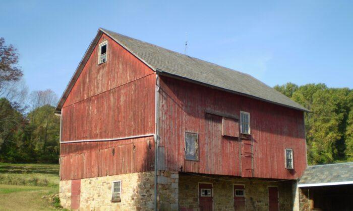 Frame standard barn built circa 1880, in Northampton County, Pa. (Greg Huber)