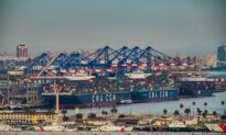 Experts Advise Consumers to Plan Ahead for the Shopping Season Due to Shipping Congestion