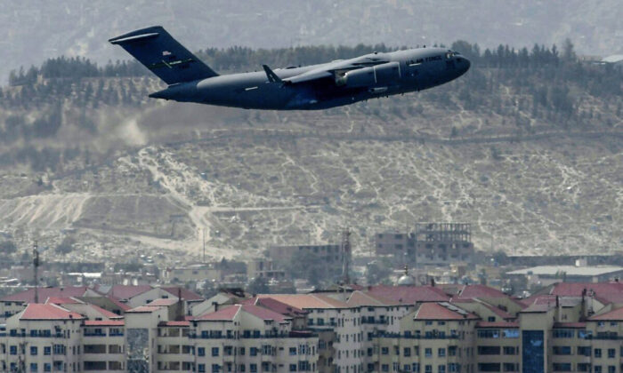 A U.S. Air Force aircraft takes off from the airport in Kabul, Afghanistan on Aug. 30, 2021. (Aamir Qureshi/AFP via Getty Images)
