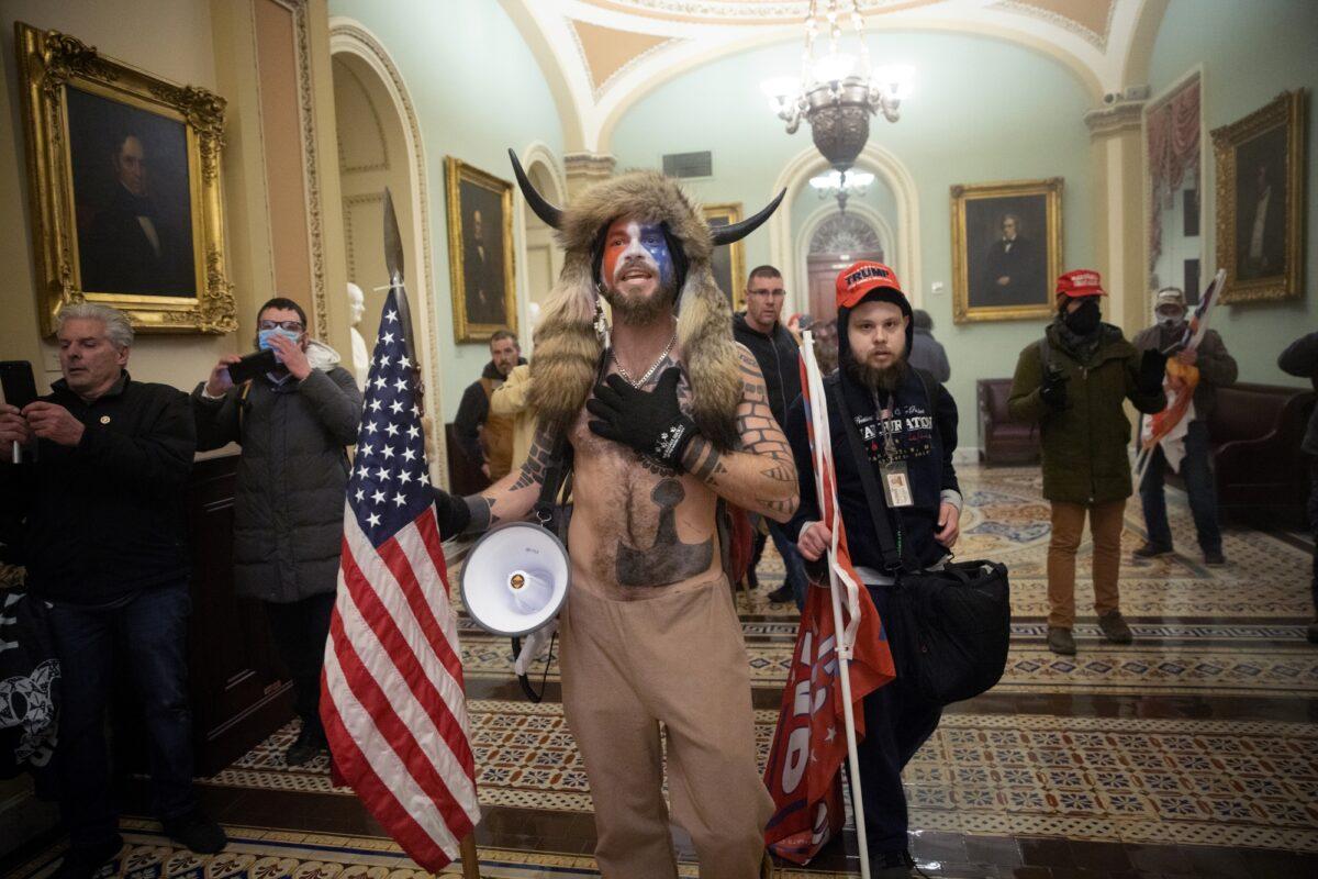 A pro-Trump mob confronts U.S. Capitol police