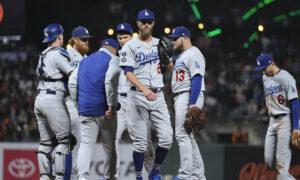 Giants Beat Dodgers 3-2 in 11th on Error, Take NL West Lead