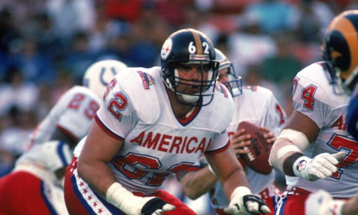 Buffalo Bills offensive tackle Tunch Ilkin #62 of the AFC squad stands in protection during the 1990 NFL Pro Bowl at Aloha Stadium, in Honolulu, Hawaii, on Feb. 4, 1990. (George Rose/Getty Images)