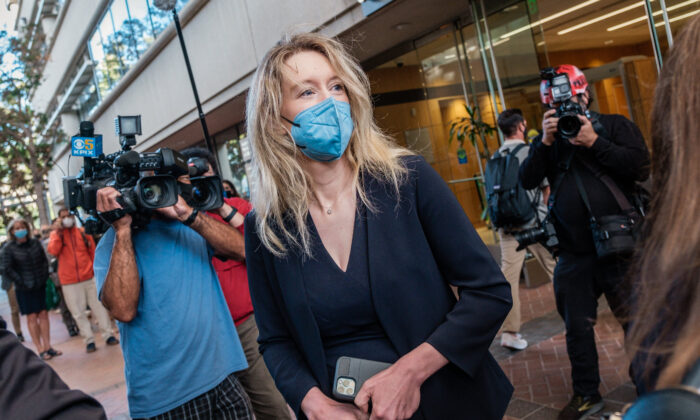 Elizabeth Holmes, the founder and former CEO of blood testing and life sciences company Theranos, arrives for the first day of jury selection in her fraud trial, outside Federal Court in San Jose, Calif., on Aug. 31, 2021. (Nick Otto/AFP via Getty Images)
