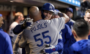 Dodgers Beat Giants 6-1, Move Into Tie for First in NL West