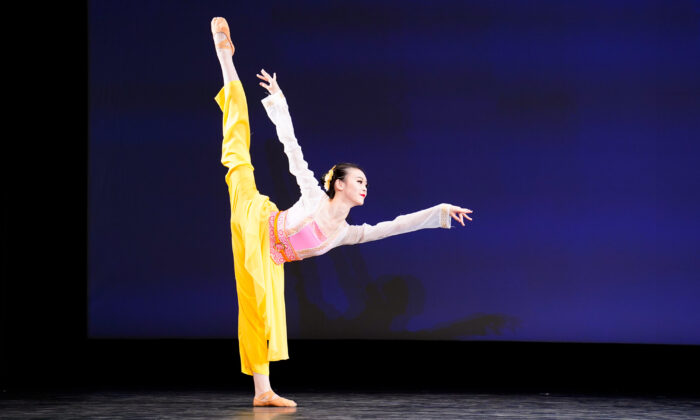 52 dancers participated in the 9th NTD International Classical Chinese Dance Competition. (Larry Dye/The Epoch Times)