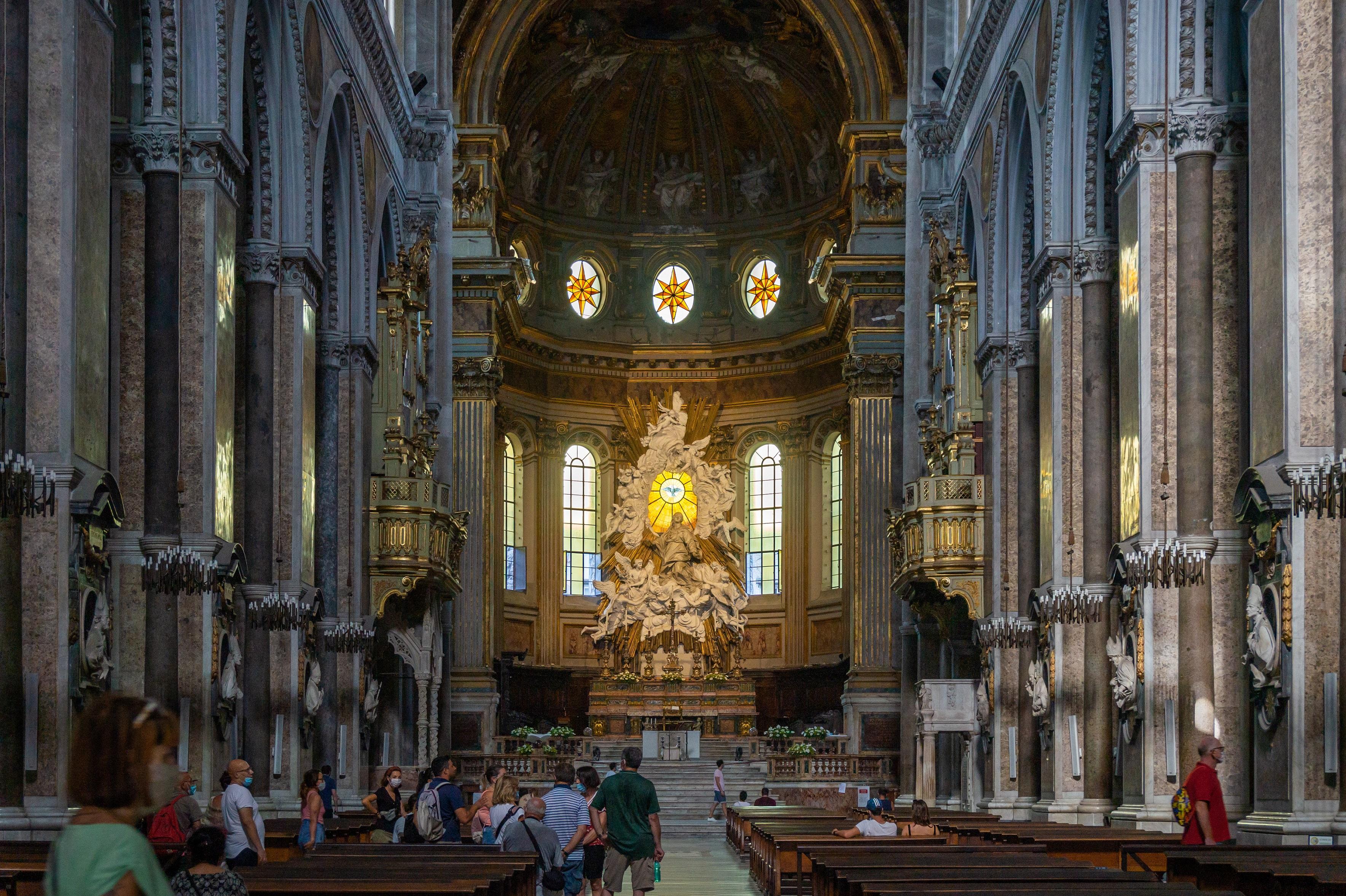 Naples_Cathedral_-_Duomo_di_Napoli,_Central_nave