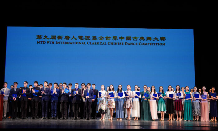Winners and finalists on stage at the 9th NTD International Classical Chinese Dance Competition on Sept. 5, 2021. (Larry Dye/The Epoch Times)