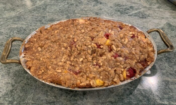 This buckle layers late summer fruits between a lightly spiced cake and a toasted almond streusel-like topping. (Diane Rossen Worthington/TNS)