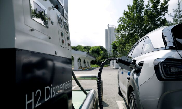 A Hyundai Motor's Nexo hydrogen car is fuelled at a hydrogen station in Seoul, South Korea, on Aug. 13, 2019. (Kim Hong-Ji/Reuters)