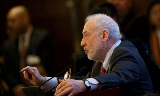 Senior Democratic Economist Stiglitz Says Fed's Powell Should Go