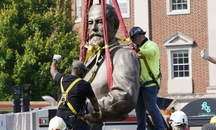 Crews remove the torso of Confederate General Robert E. Lee, one of the country's largest remaining monuments to the Confederacy, on Monument Avenue in Richmond, Va., on Sept. 8, 2021. (Steve Helber/AP Photo)