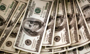 Market Pulse: Dollar Firms as Inflation Data Comes Into Focus