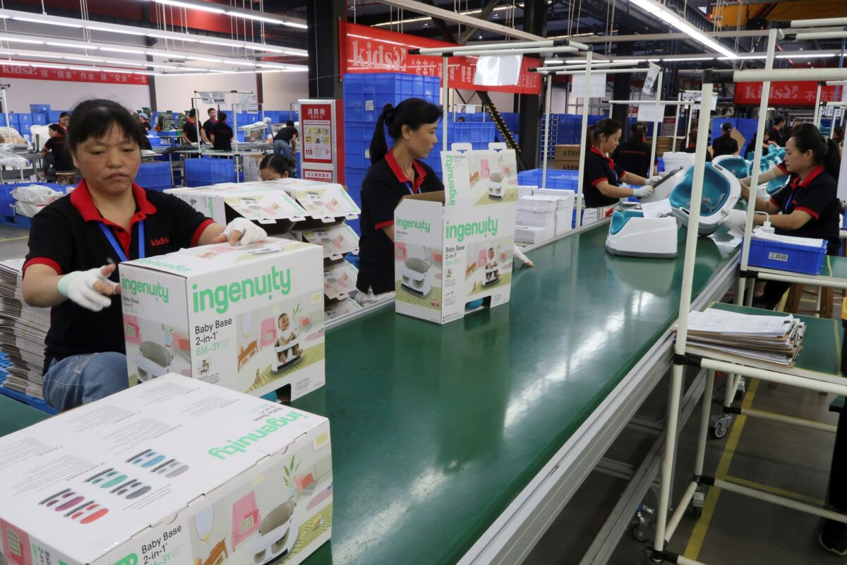 employees-work-on-production-line