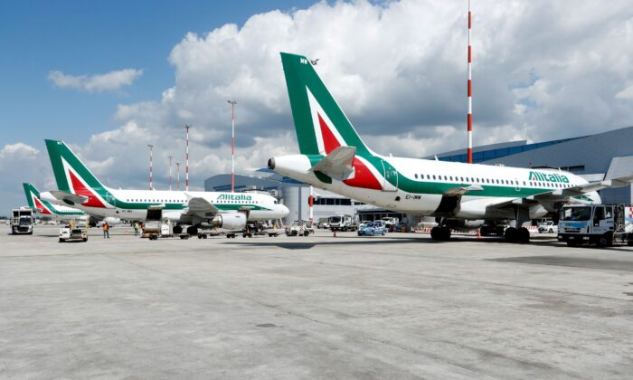 Alitalia planes are seen at the Fiumicino International Airport tarmac as talks between Italy and the European Commission over the refurbishment of Alitalia are expected to enter an important stage in Rome, Italy on April 15, 2021. Can be done.  (Remo Casilli / Reuters)