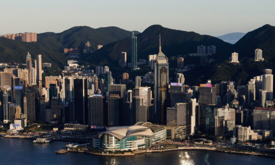 Politicians Swear Loyalty to Hong Kong, but Face Government Sincerity Test