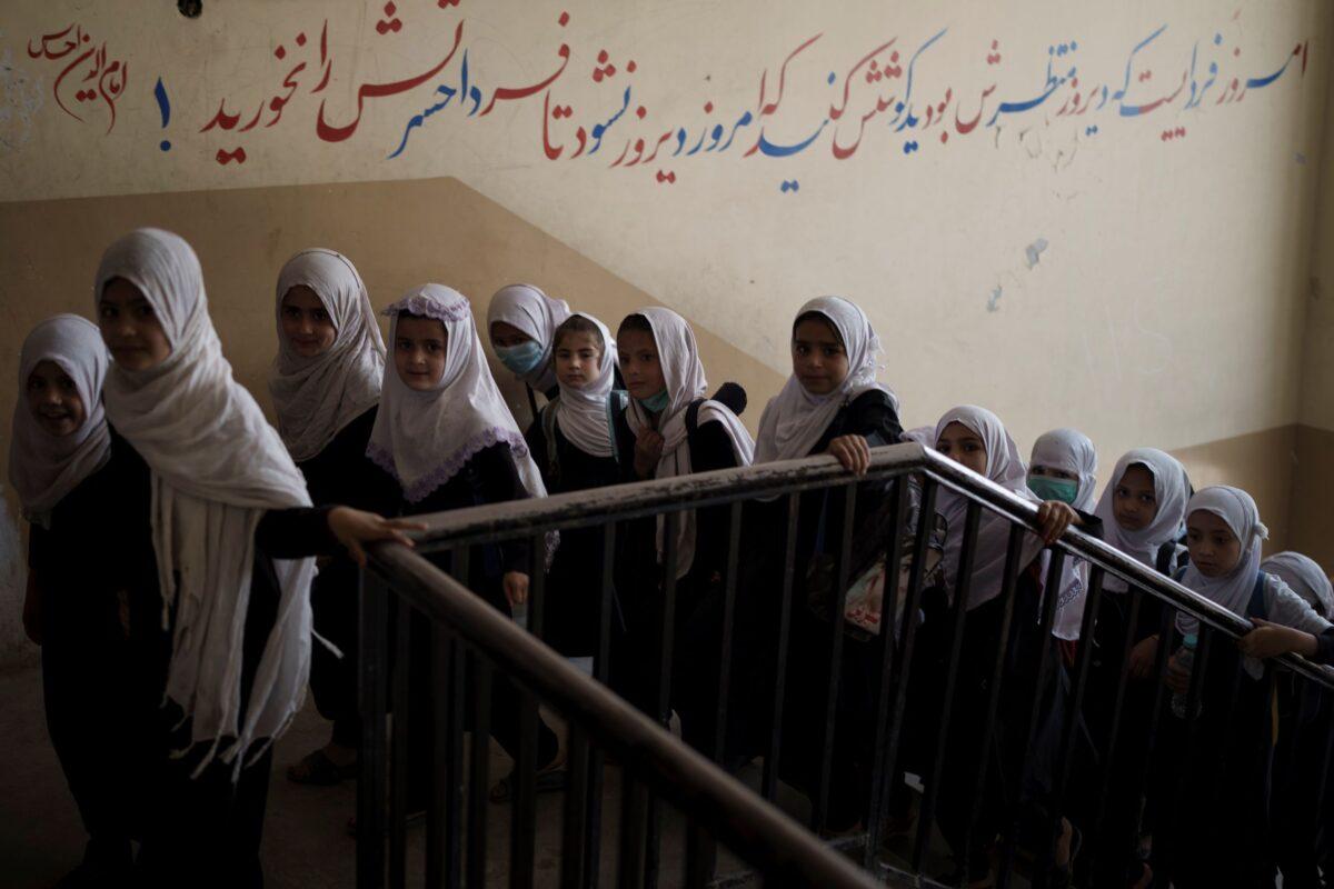 afghan-girls-at-school