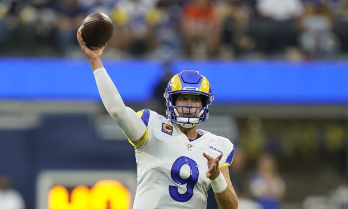 Los Angeles Rams quarterback Matthew Stafford throws a pass during the first half of an NFL football game against the Chicago Bears in Inglewood, Calif., on Sept. 12, 2021. (AP Photo/Jae C. Hong)