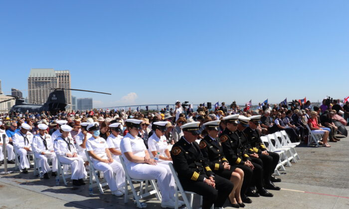 Around 1000 spectators gathered for the 20th anniversary of 9/11 at the USS Midway Museum in San Diego, on Sept. 11, 2021. (Tina Deng/The Epoch Times)