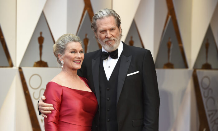 Jeff Bridges (R) and Susan Geston arrive at the Oscars at the Dolby Theatre in Los Angeles, Calif., on Feb. 26, 2017. (Jordan Strauss/Invision/AP)