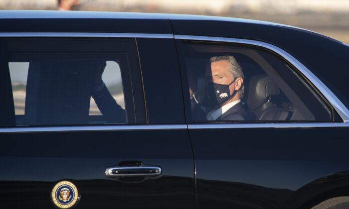 President Joe Biden lands at Long Beach Airport with California Governor Gavin Newsom in Long Beach, Calif., on Sept. 13, 2021. (John Fredricks/The Epoch Times)