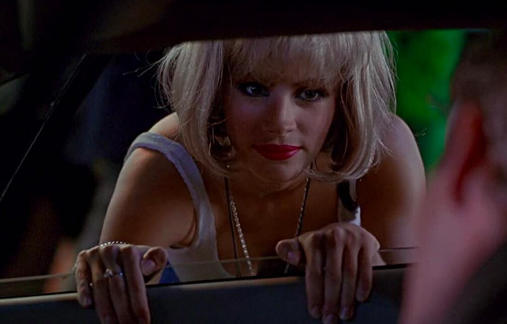 woman in blond wig looks in car window in pretty woman