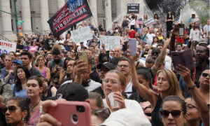 Thousands Protest Against COVID-19 Vaccine Mandate in New York City