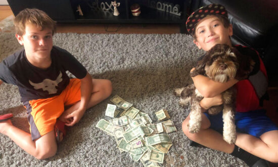 2 Boys in Kroger Checkout Count Their Money, Are Short $4—Until Man Behind Them Intervenes
