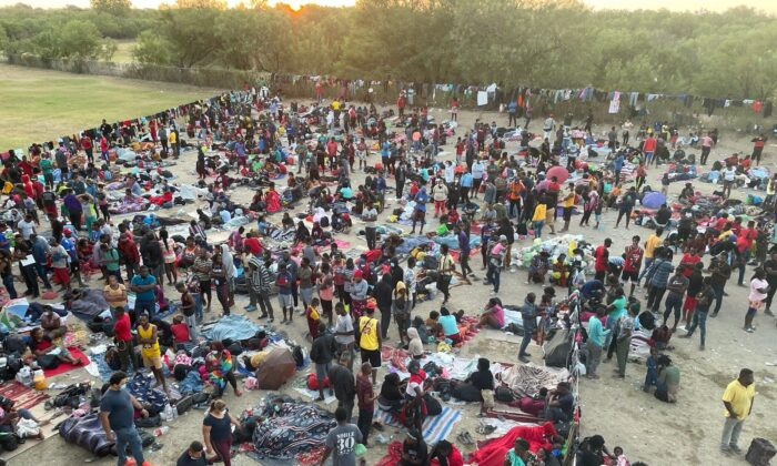 Thousands of illegal immigrants amass in Del Rio, Texas, on Sept. 16, 2021. (Charlotte Cuthbertson/The Epoch Times)