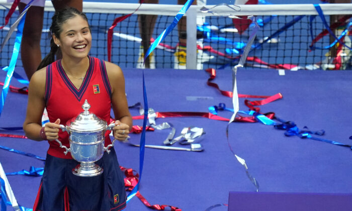 Emma Raducanu of Great Britain celebrates with the championship trophy after her match against Leylah Fernandez of Canada (not pictured) in the women's singles final on day thirteen of the 2021 U.S. Open tennis tournament at USTA Billie Jean King National Tennis Center in Flushing, New York, on Sep 11, 2021. (Danielle Parhizkaran/USA TODAY Sports via Reuters)